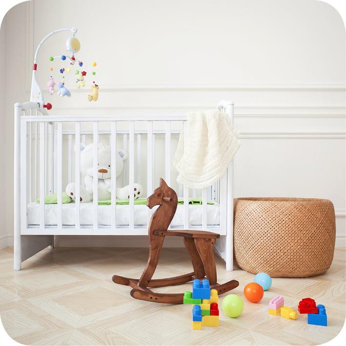 Pregnancy ready nursery room with toys 100dpi